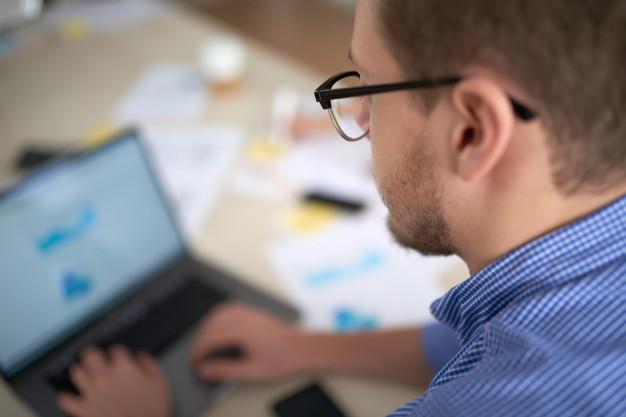 Elaboração de um planejamento financeiro para uma empresa.